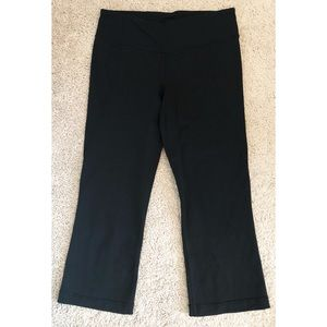 lululemon gather n crow crop pants